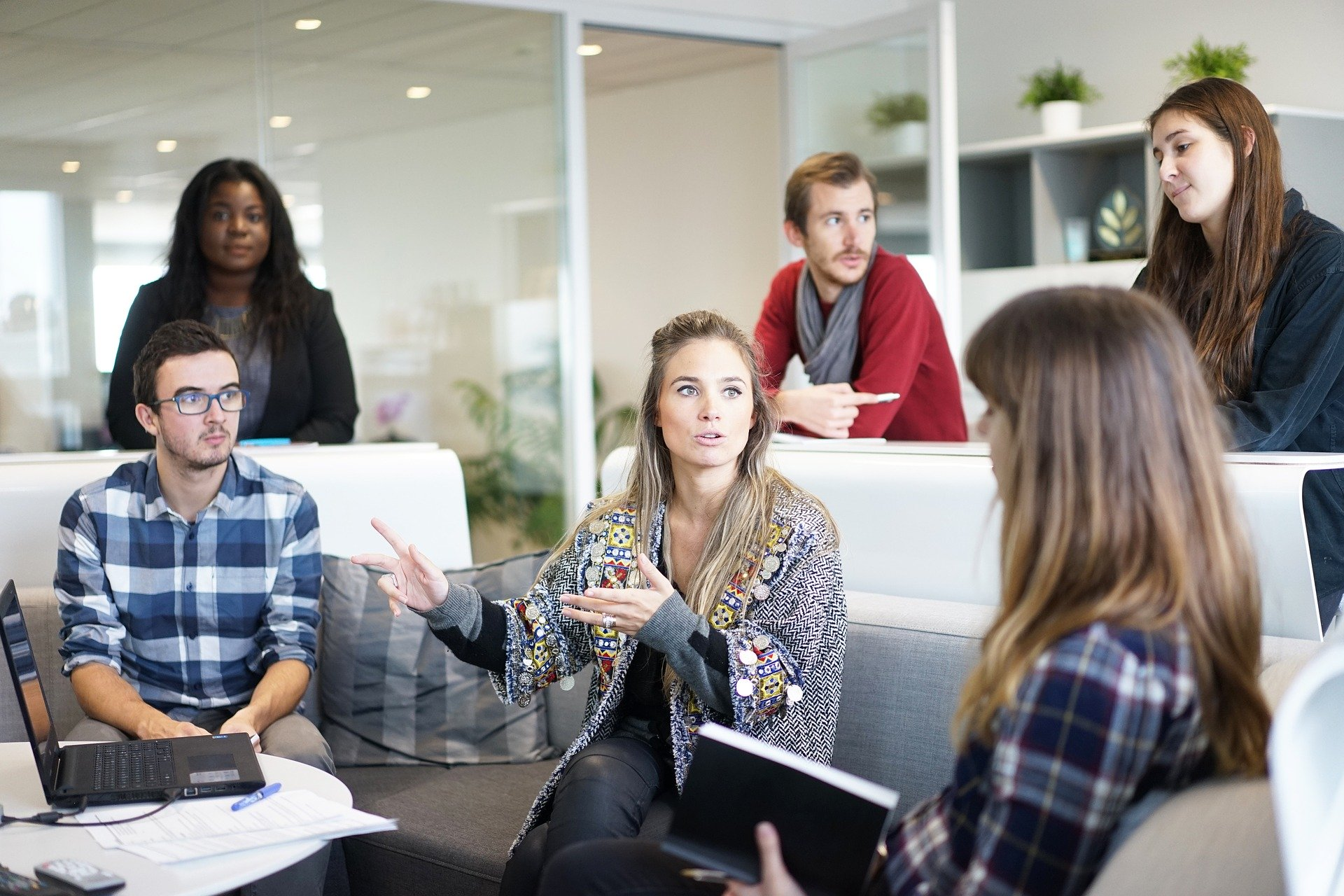 Los 10 trabajos más buscados en Reino Unido - reunión